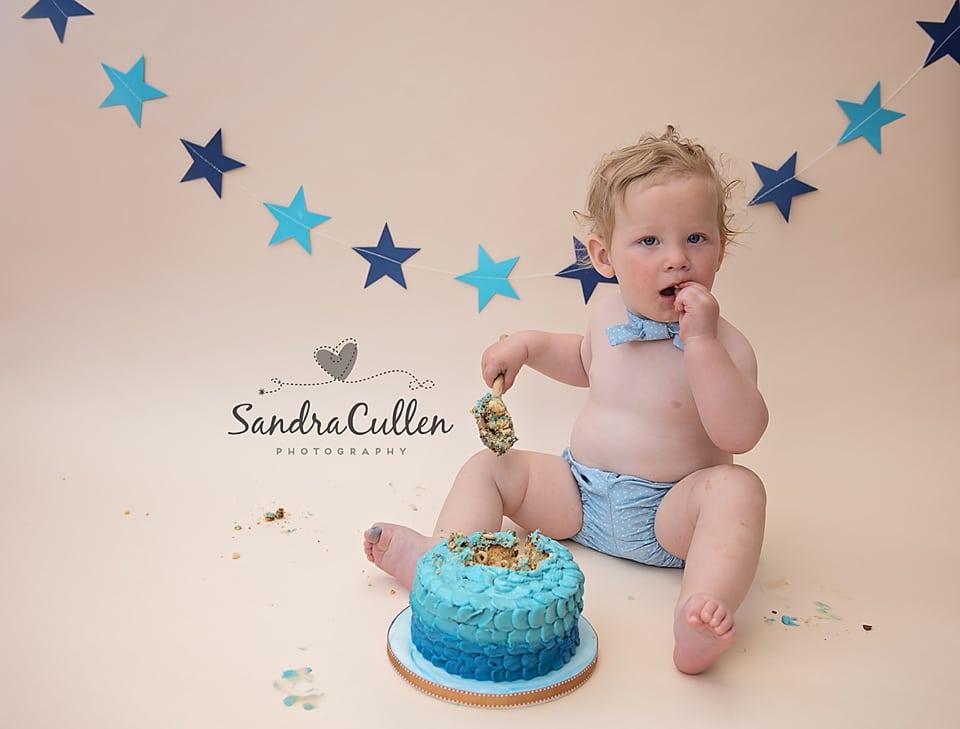Cake smash photography by Sandra Cullen